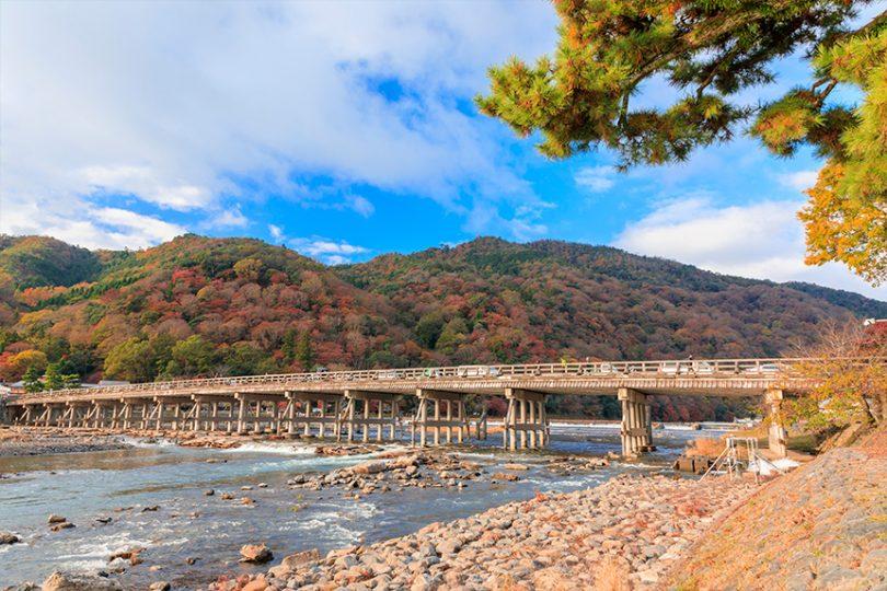 嵐山 ~渡月橋と四季折々の自然美~