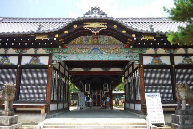 御香宮神社の例大祭~舞楽奉納とおそらく椿~